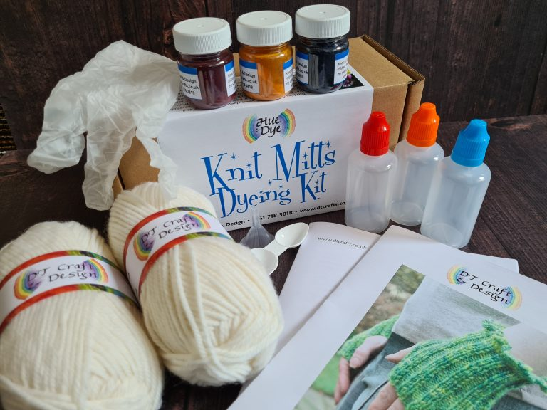 DT Craft and design ready to use food dye knit-mitts kit